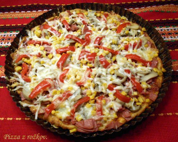 Pizza z rožkov |