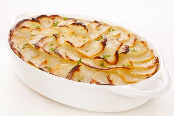 Zapekané zemiaky s kelom a salámou |