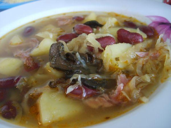 Fazuľová polievka s kyslou kapustou |