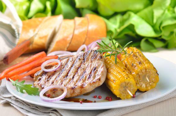 Grilované steaky s kukuricou |
