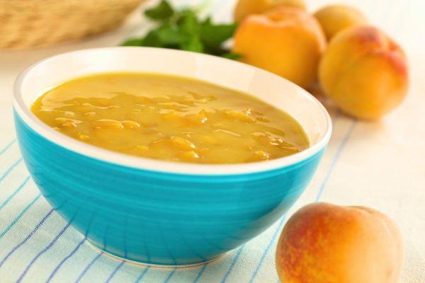 Teplá broskyňová polievka  