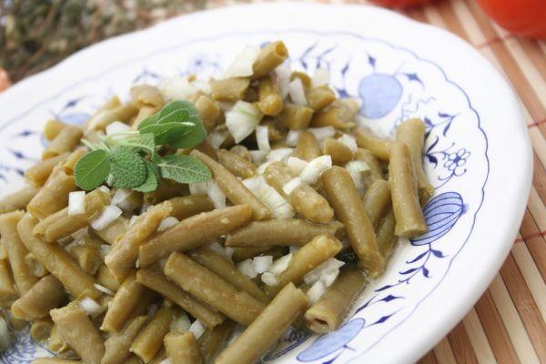 Šalát zo zelenej fazuľky a cibule |