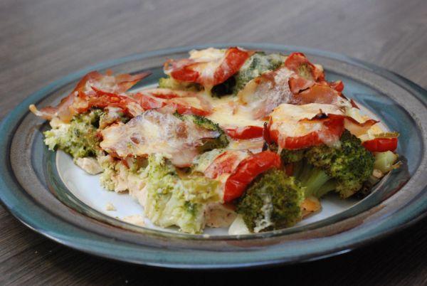 Pikantná brokolica so šunkou a syrom |