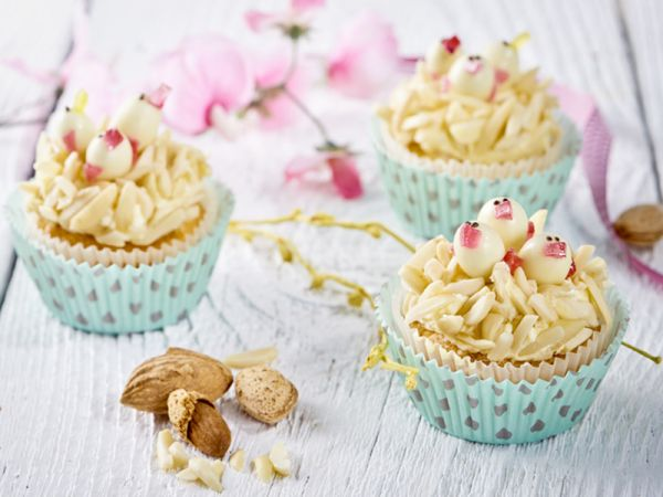 Mandľové cupcakes s kuriatkami |