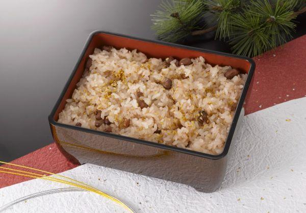 Sekihan (ryža s azuki) |