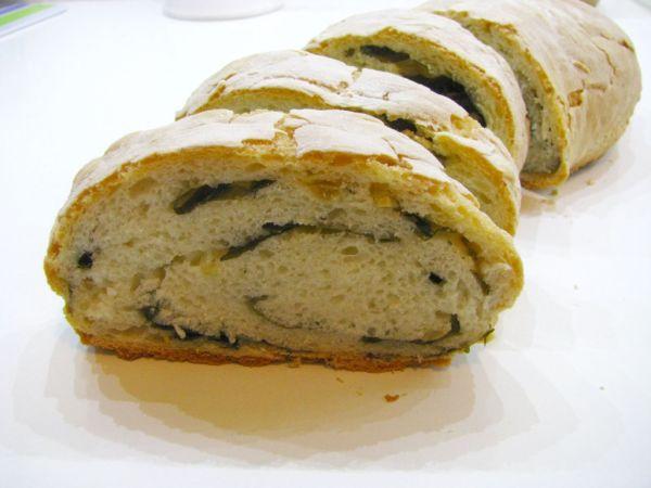 Jogurtový chlieb s medvedím cesnakom |