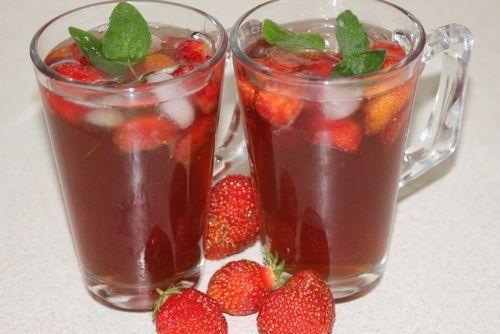Osviežujúci ľadový čaj s jahodami |
