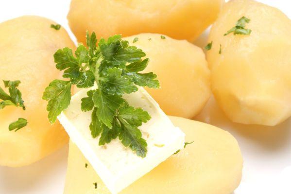 Zemiaky dusené na masle s petržlenovou vňaťou |