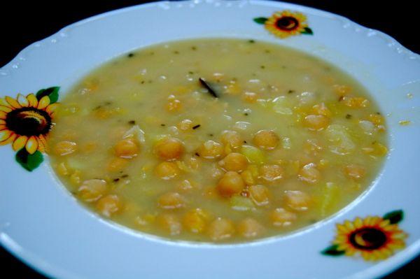 Kyslá cícerová polievka so zemiakmi |