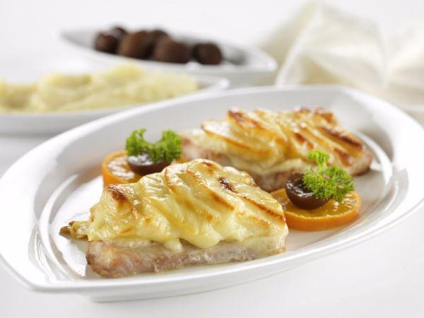 Bravčové rezne zapečené so syrom a jablkami  