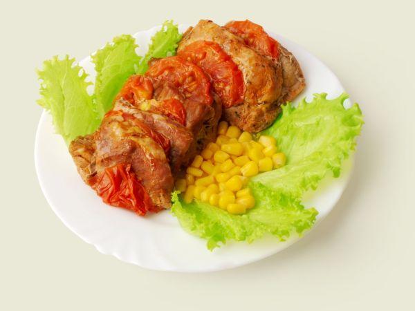 Teľacie mäso zapekané s rajčinami |