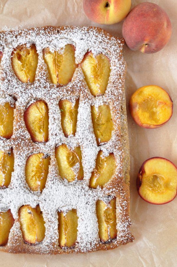 Hrnčekový koláč s broskyňami |
