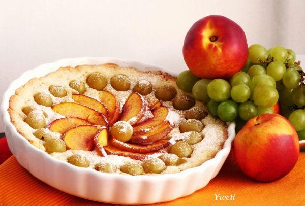 Okrúhly krehký ovocný koláč |