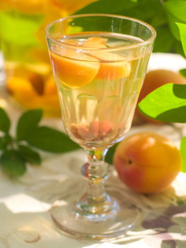Broskyňový likér s medom |
