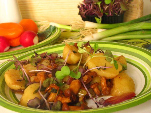 Bavorský zemiakový šalát s kuriatkami |