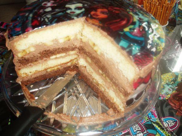 Čokoládovo-banánová Monster high torta |