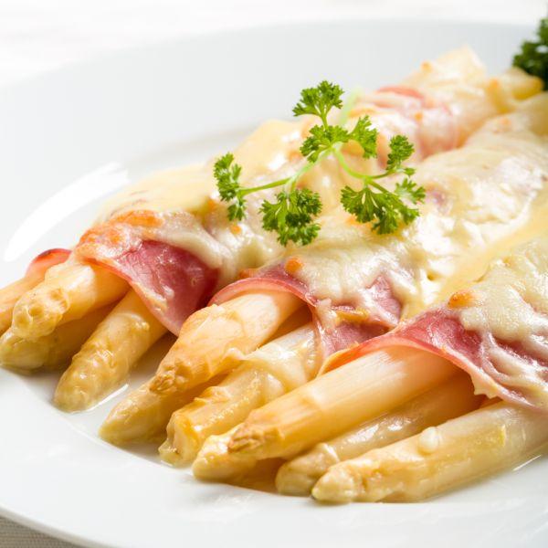 Špargľa zapečená so šunkou a syrom |
