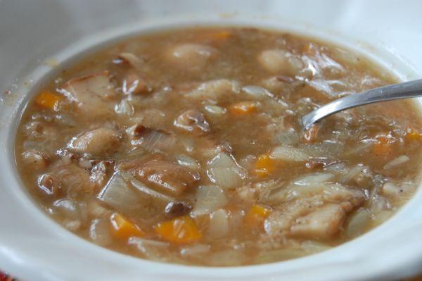 Hubová polievka z masliakov |