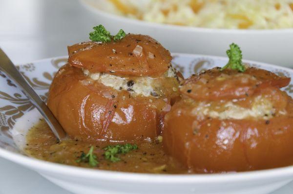 Rajčiaky plnené bravčovým mäsom a ryžou |