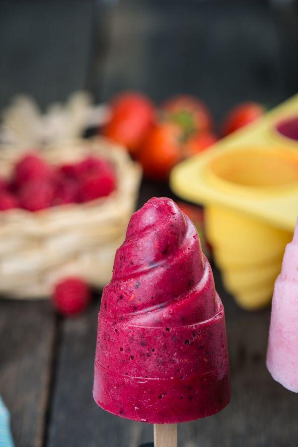 Jogurtové nanuky s lesným ovocím |