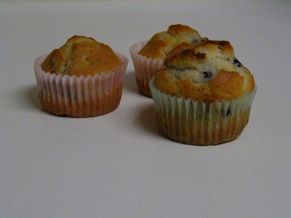 Špaldové muffiny s čučoriedkami a malinami |