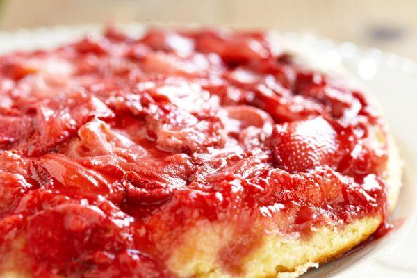 Obrátený koláč s jahodami |