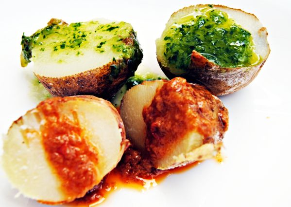 Bylinkové pečené zemiaky s 3 omáčkami |