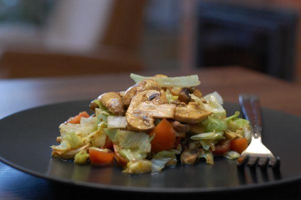 Zeleninový šalát s čerstvými šampiňónmi |