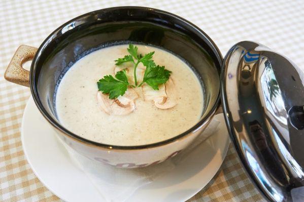 Krémová šampiňónová polievka  Potage créme aux champignons ...