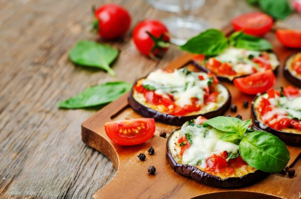 Baklažán s paradajkou a mozzarellou |