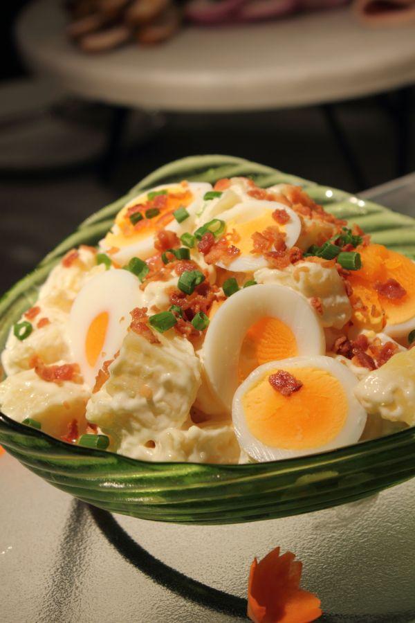 Zemiakový šalát so slaninou a vajíčkom |