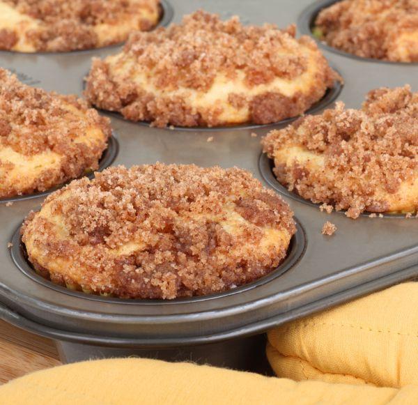 Jahodové cupcakes s posýpkou a krémovým syrom  