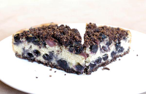 Čučoriedkovo-višňový koláč s cereálnou posýpkou ...