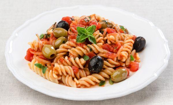 Cestoviny s paradajkami a olivami |