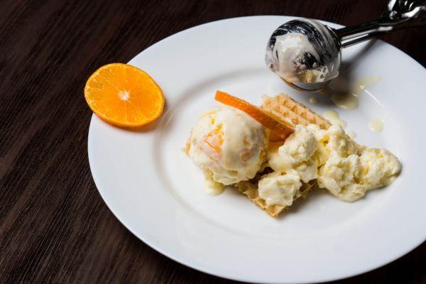 Pomarančová zmrzlina z kyslej smotany |