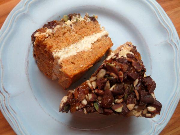 Mrkvová torta bez vajec s tofu krémom |