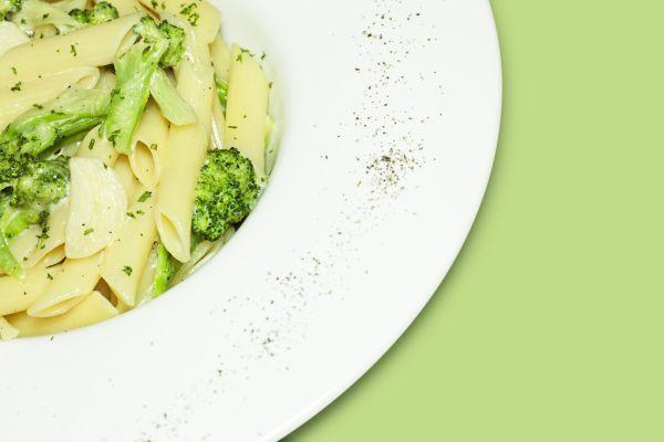 Penne so syrovou omáčkou a brokolicou |