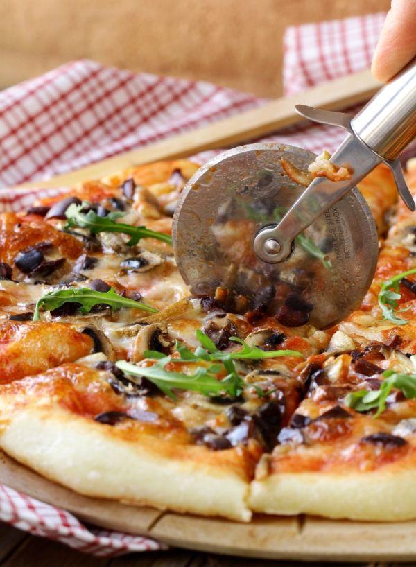 Celozrnná pizza s olivami |