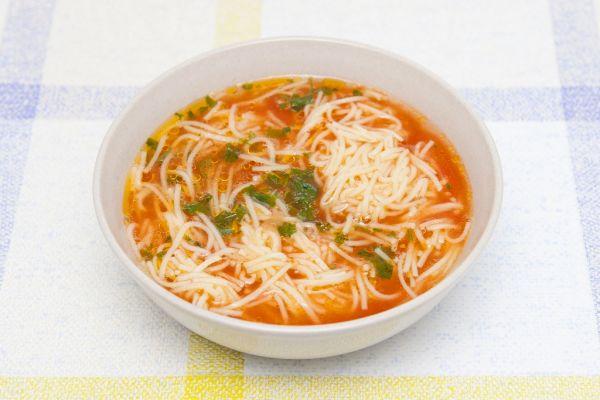 Paradajková polievka so zeleninou a špagetami |
