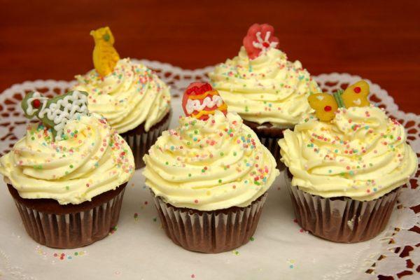 Čokoládové cupcakes s vanilkovým krémom |