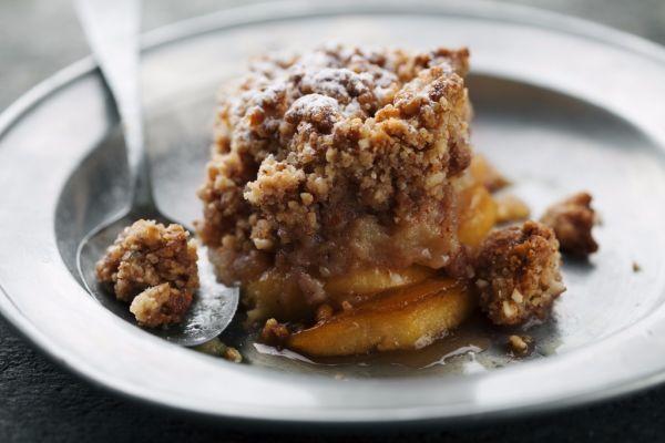 Javorovo-jablkový crumble s vlašskými orechmi |