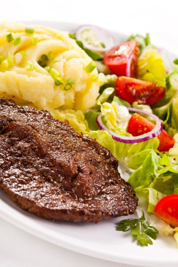 Zemiaková kaša s údeným mäsom |