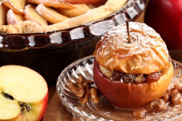 Pečené jablká s marcipánom a hrozienkami |