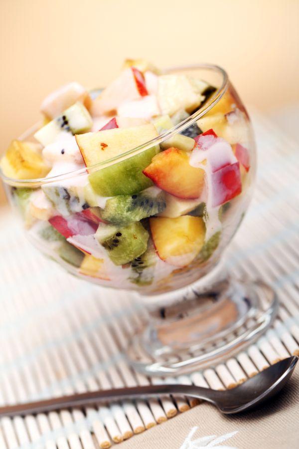 Ovocný šalát s medovým jogurtom |
