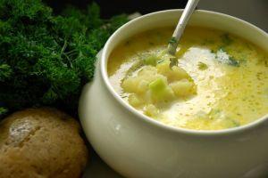 Zemiaková polievka so zeleninou a smotanou |