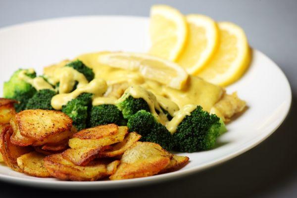 Treska zapečená so syrom a brokolicou  