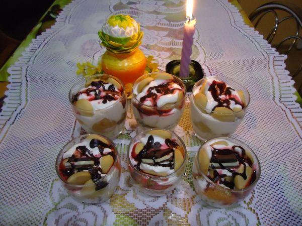 Jogurtový dezert v pohári s perníkom |