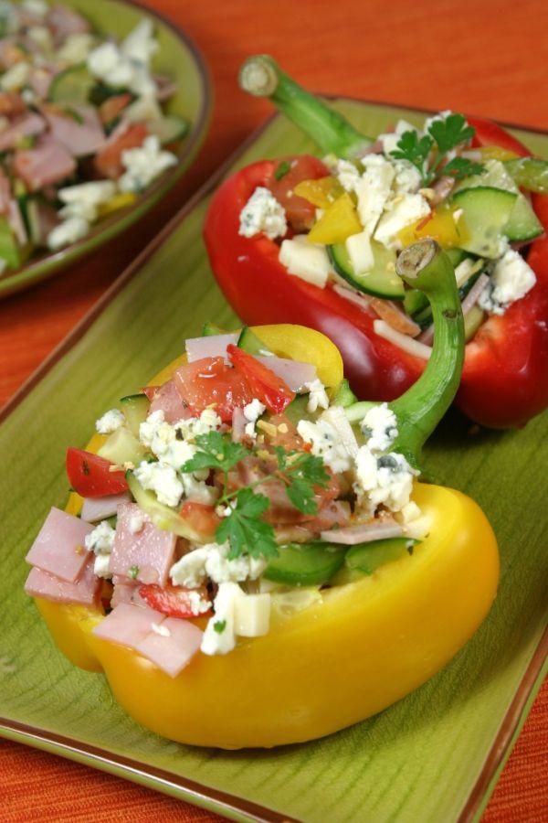 Papriky plnené syrovým šalátom |