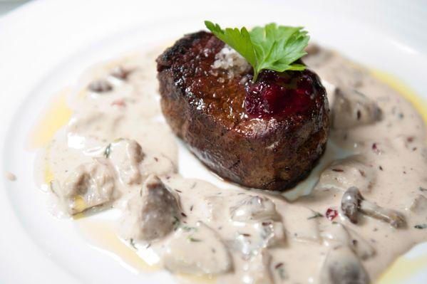 Hovädzí steak s hubovou omáčkou  