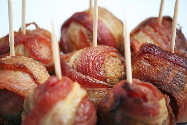 Teľacie fašírky obalené v slanine |